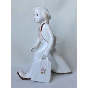 Chłopiec z walizką w stylu art deco wys,21cm szer.17cm